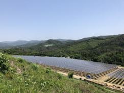 メガソーラーシェアリング発電所が完成 ~麦の栽培と太陽光発電を両立、地域創生にも貢献~(2発電所計5.3MWの内、先行2.6MWが完成)