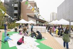 「SDGs未来都市・横浜」が推進するモデル事業 横浜市緑区最大級(※)の複合開発 「緑区十日市場町周辺地域 持続可能な住宅地推進プロジェクト」 ・シニア住宅「クレールレジデンス横浜十日市場」が4月に開業し、21街区は全面開業を迎えます