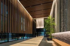 大規模ビルと同等の設備・グレード感を実現する中規模オフィス アッパーミドルオフィス『神保町北東急ビル』竣工 ~多彩なワークシーンを創造する、緑溢れるオフィス空間の提案~
